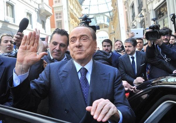 """""""Mi spiace di doverlo dire, ma nel Milan, e in ogni squadra di calcio, è molto importante l'aspetto umano della persona. Se lei mette una mela marcia dentro lo spogliatoio, può infettare anche tutti gli altri. Quindi, siccome io ho avuto modo, per vicende della vita, di poter dare un giudizio sull'uomo Balotelli, è una persona che io non accetterei mai facesse parte dello spogliatoio del Milan"""". (Silvio Berlusconi ad Antenna 3)"""