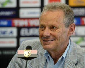 Un allenatore che duri almeno due stagioni di fila per Maurizio Zamparini.