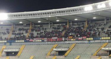"""Il Verona smentisce gli ululati razzisti: """"Erano fischi nei confronti del direttore di gara"""""""