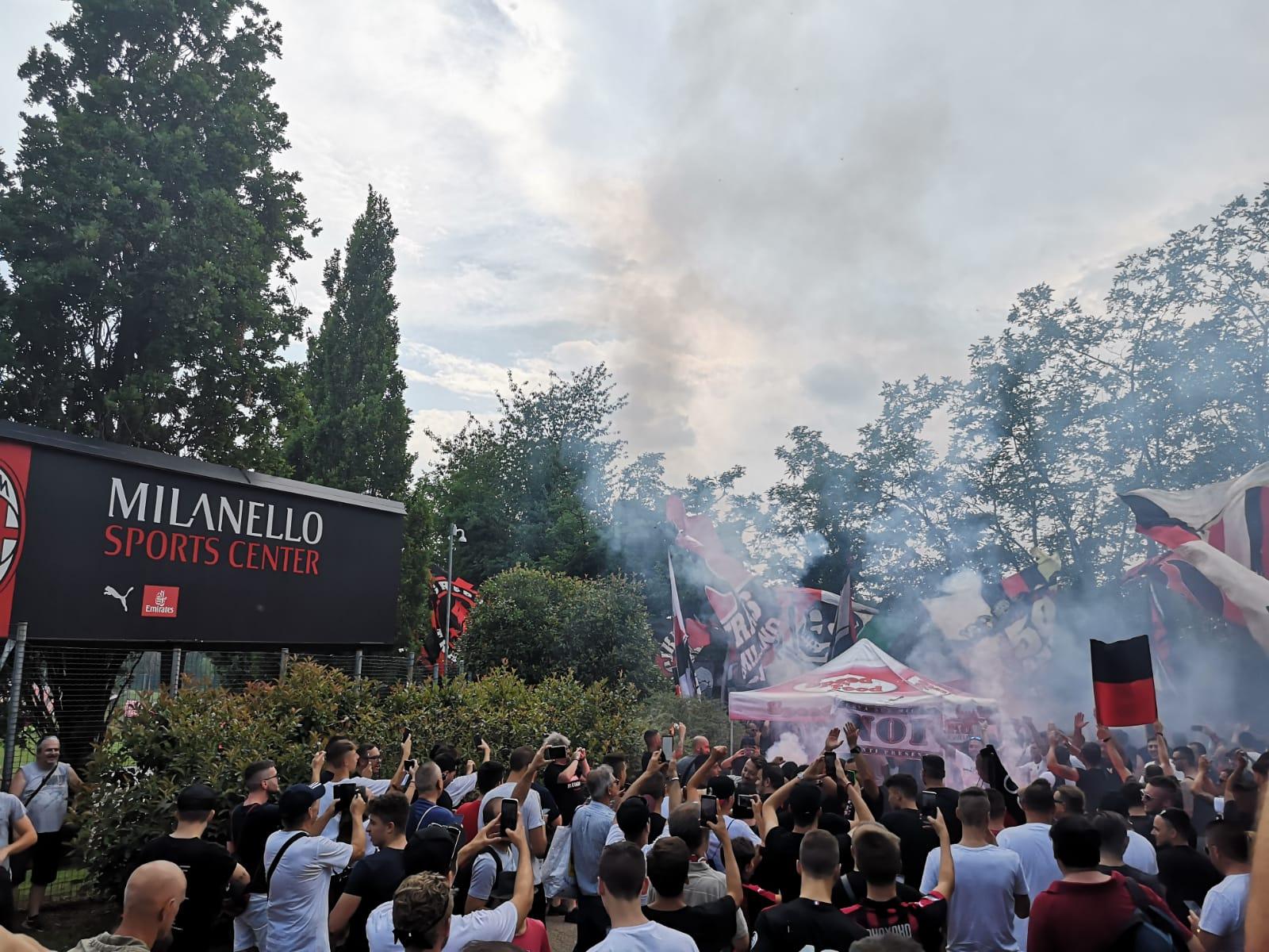 Curva Sud Milan Milanello