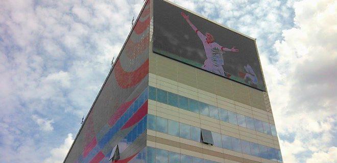 Sopra il Milan solo il cielo, in evidenza anche il maxischermo che trasmetterà tutte le partite