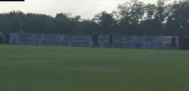 Striscione Tifosi 2 Milanello SpazioMilan