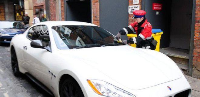 Ma le disavventure al volante non sono finite con i tamponamenti: nel 2011 Balotelli ha collezionato 10 mila sterline (12.600 euro) in multe per la sosta vietata della sua bianchissima Maserati.