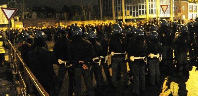 contestazione polizia milan-genoa (spaziomilan)