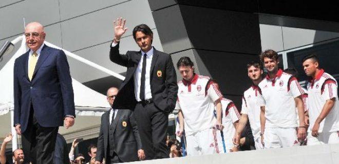 """""""Dico ai tifosi che il Milan sarà una squadra che lotterà: chi non lotta non potrà mai giocare nel mio Milan"""". Conferenza stampa del raduno, 10 luglio 2014."""